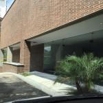 obra en recepción de apartamentos Mondrian en Medellin de Crear Cimientos