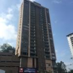 Fachada en obra de apartamentos Mondrian en Medellin de Crear Cimientos
