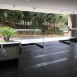 Loby de apartamentos Mondrian en Medellin de Crear Cimientos